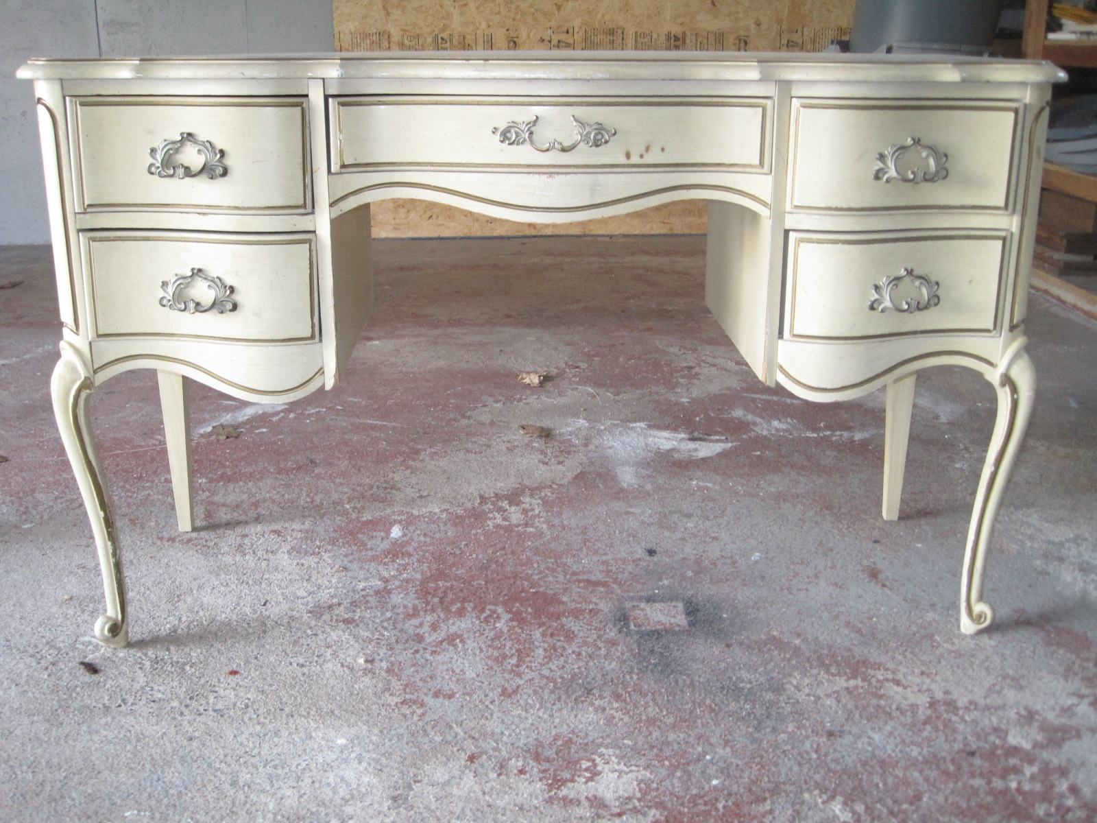 How To Spray Paint Wooden Furniture -